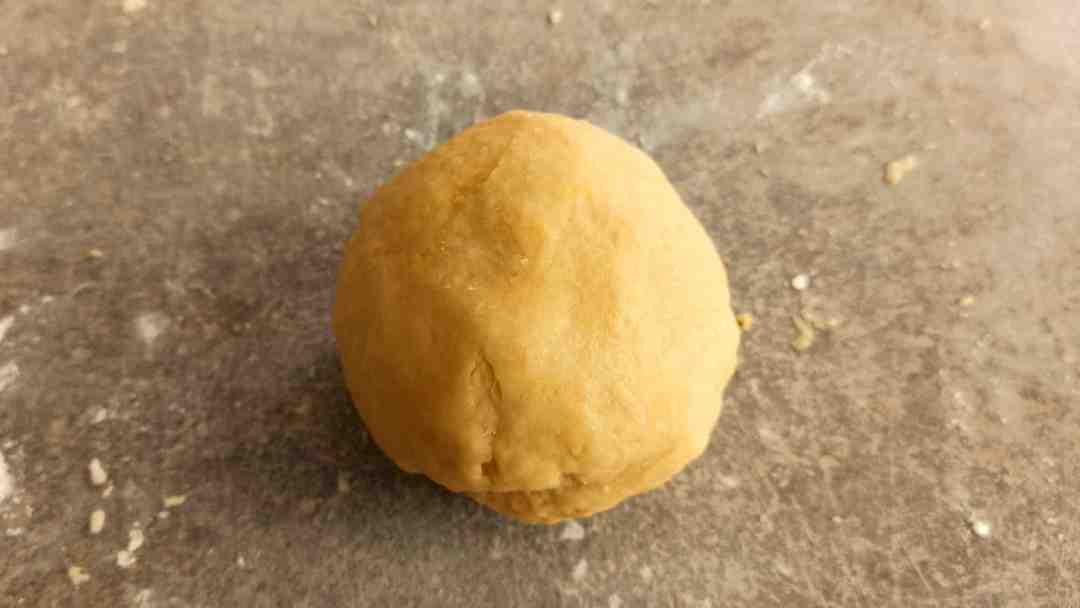 Former une boule avec la pâte