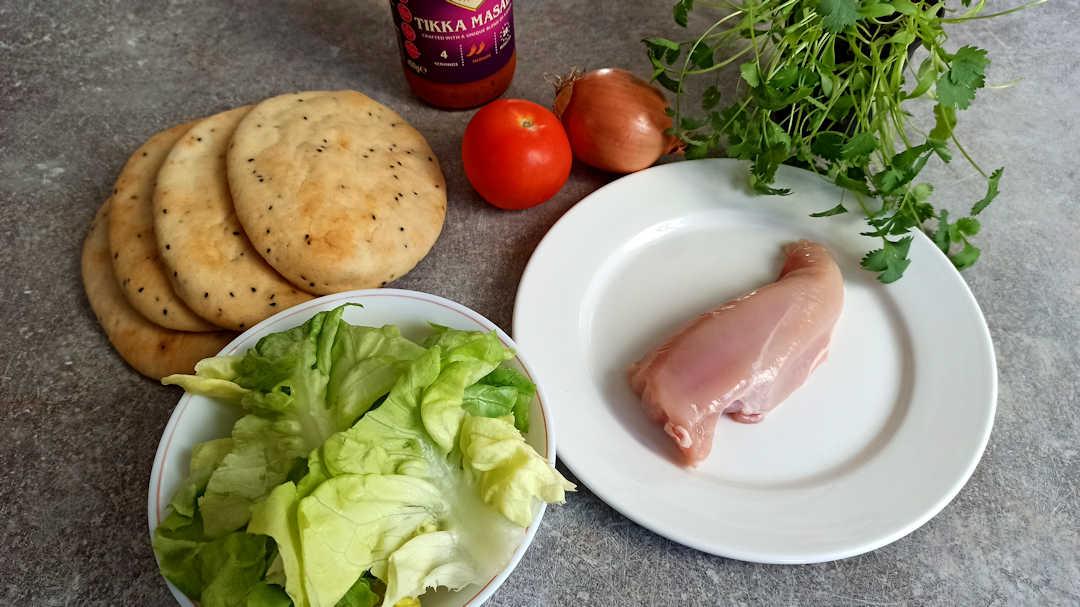 Les ingrédients du burger au pain naan et poulet tikka masala