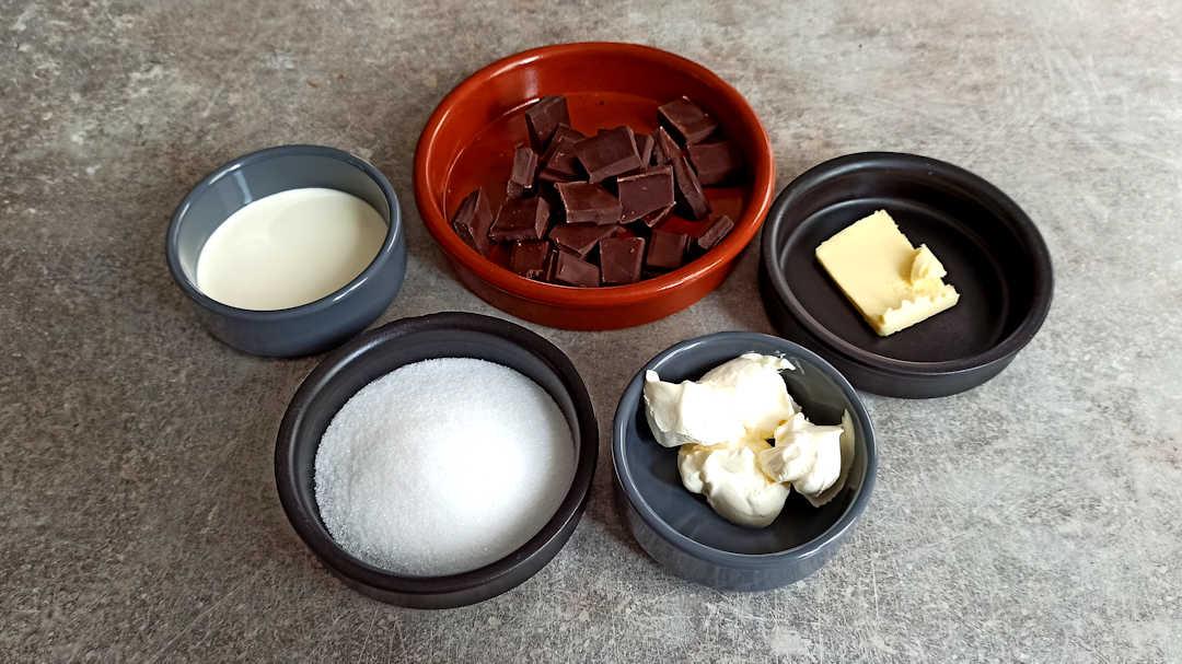Les ingrédients du glaçage du gâteau au chocolat de Pierre Hermé