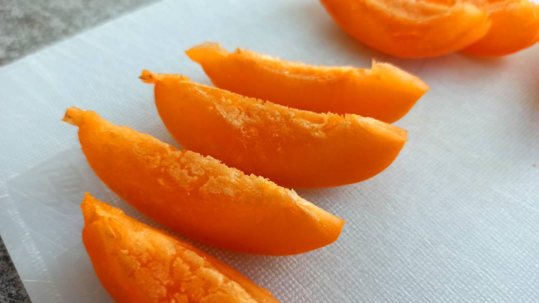 Couper les abricot en huit