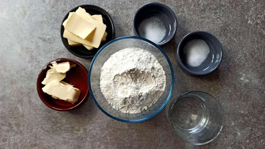 Les ingrédients de la pâte brisée pour l'apple pie traditionnelle