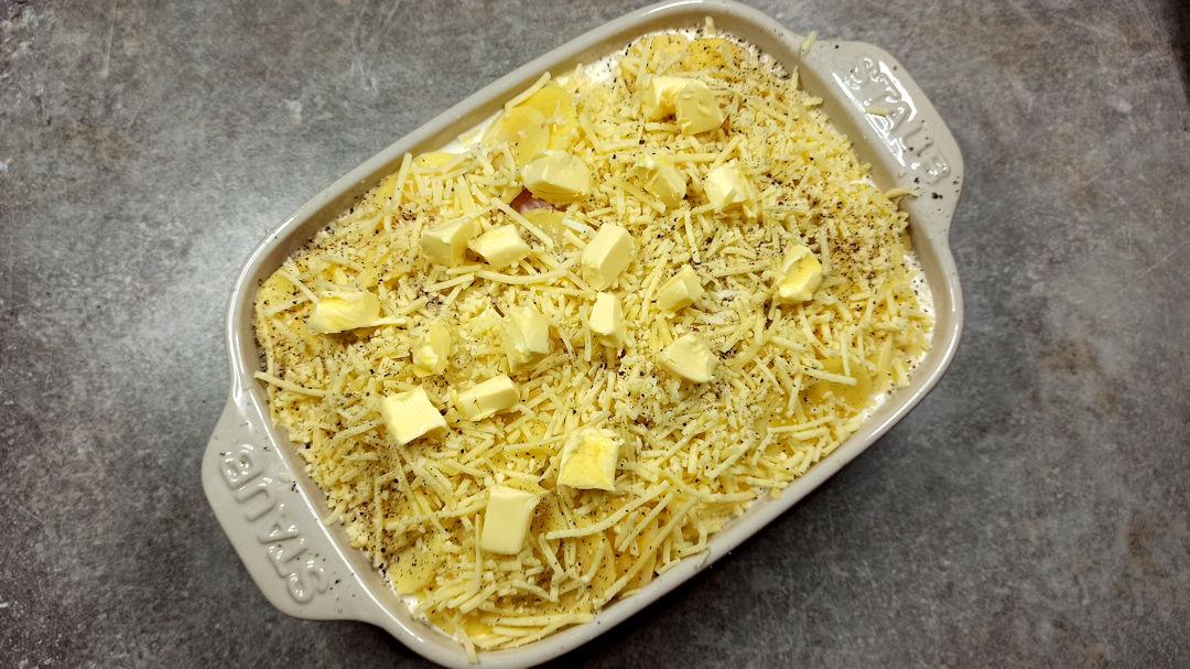 Répartir le beurre en petits morceaux