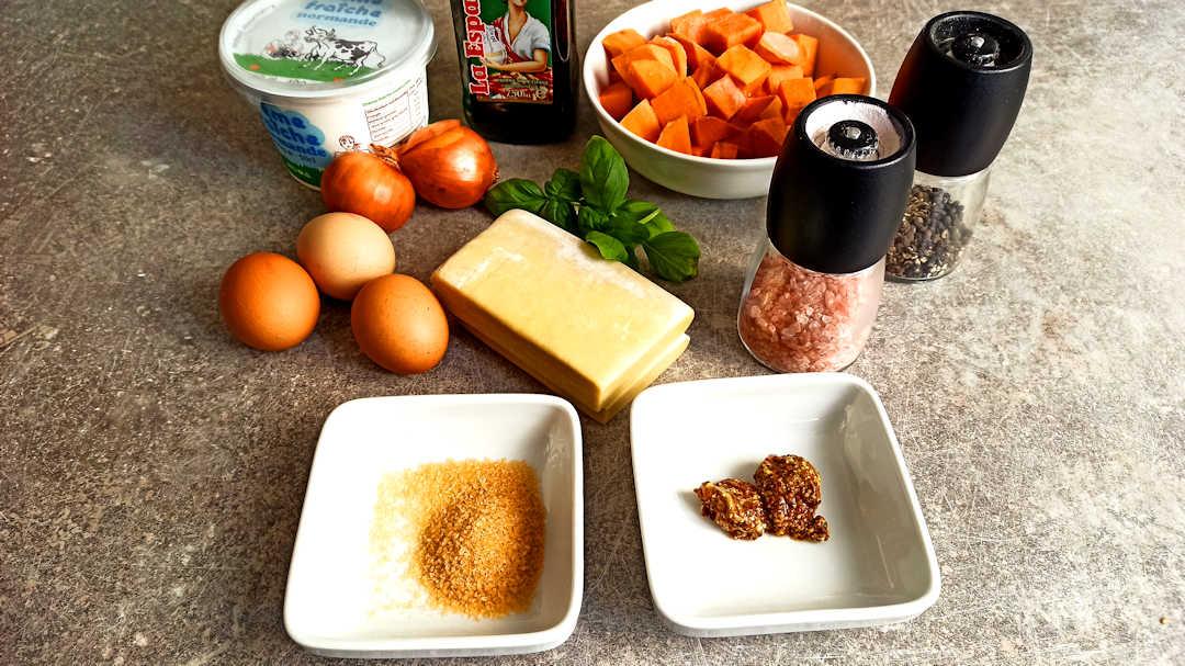 Les ingrédients de la tarte aux patates douces et aux oignons caramélisés