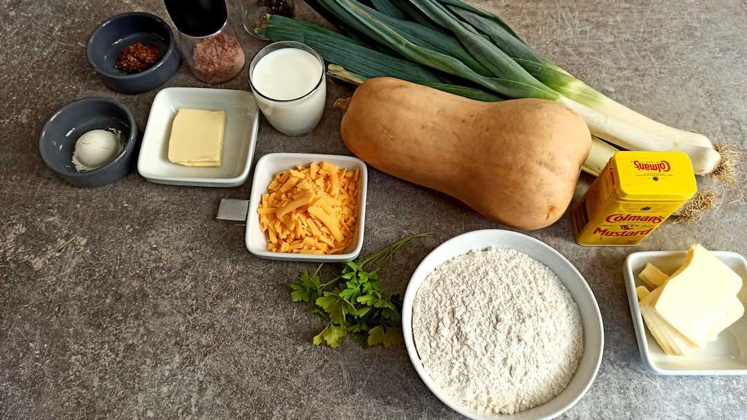Les ingrédients du crumble aux poireaux, courge butternut et persil