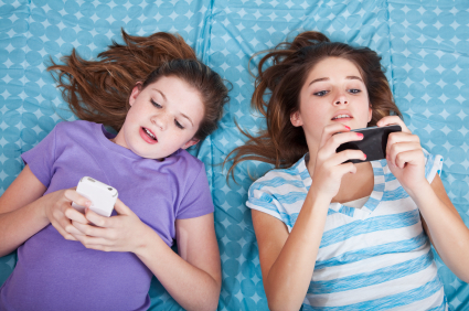 Girls texting | Jonathan's Blog From The Source