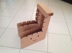 chaise-carton-funny-paper