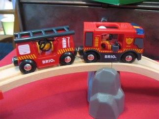 Un nouveau camion (avec sirène et gyrophare) et sa remorque.