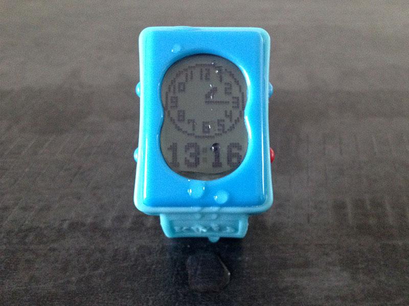La montre Kwid pour enfant résiste aux éclaboussures d'eau