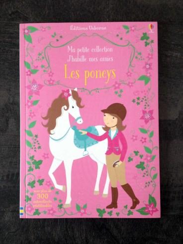 Le livre : j'habille mes amies les poneys de Usborne