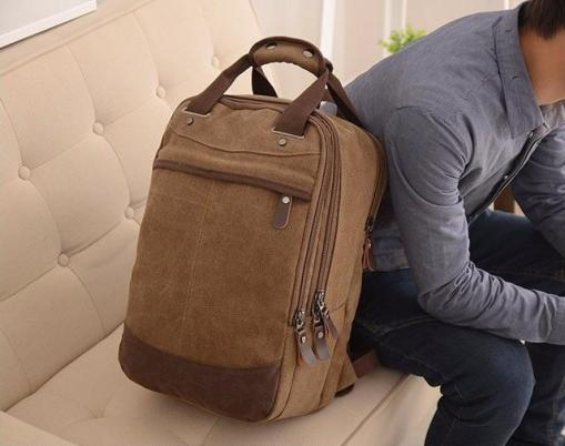 travellers_backpack_airport