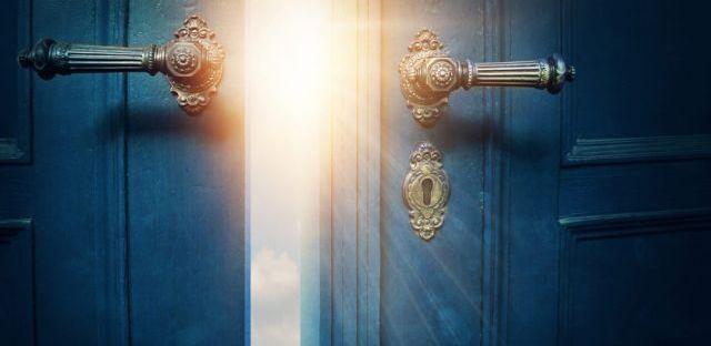 ajtó nyitás