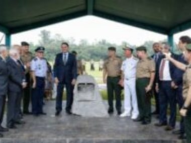 Presidente Bolsonaro lança pedra fundamental de colégio militar