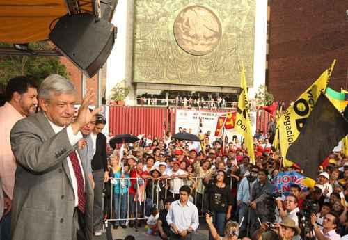 Andrés Manuel López Obrador durante la asamblea en que presentó su plan económico, ayer ante la Cámara de Diputados. Foto Carlos Ramos Mamahua