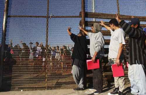 Bajó el flujo <b>de</b> <b>migrantes</b> mexicanos a EU desde hace 5 años, revela ...