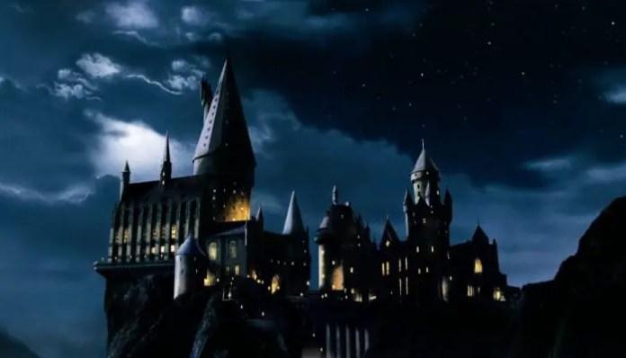 Imagem da escola de Magia e Bruxaria de Hogwarts