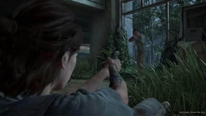 Ellie enfrentando inimigos em The Last Of Us Parte II