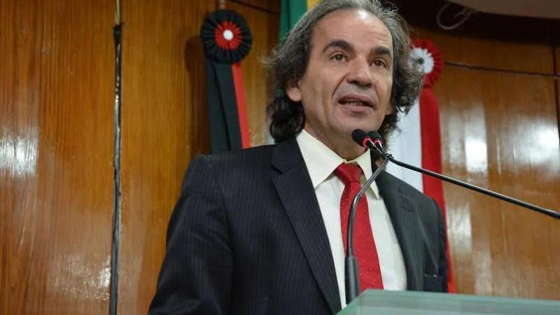 Vereador critica manobras de Cunha e diz que população vai lutar contra o Golpe