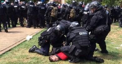 Confronto entre neonazistas e antifascistas deixa feridos dos Estados Unidos