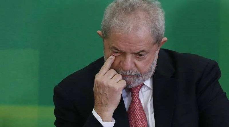 Chefe de gabinete do presidente do TRF4 pede prisão de Lula