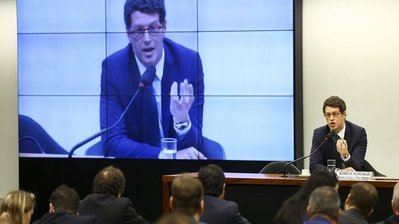 """Salles diz que óleo no Nordeste vem """"muito provavelmente"""" da Venezuela"""