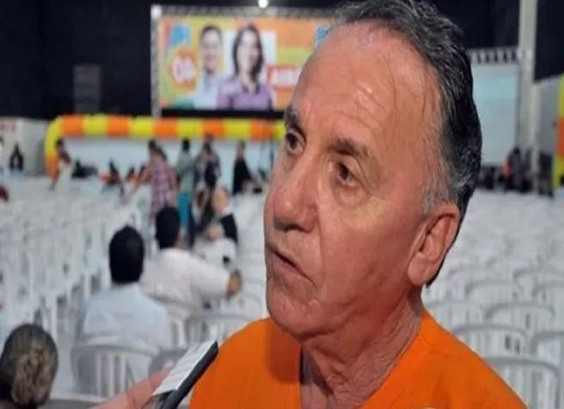 Militância se impacienta com demora de decisão de João Azevêdo sobre futuro partidário, diz Ronaldo Barbosa