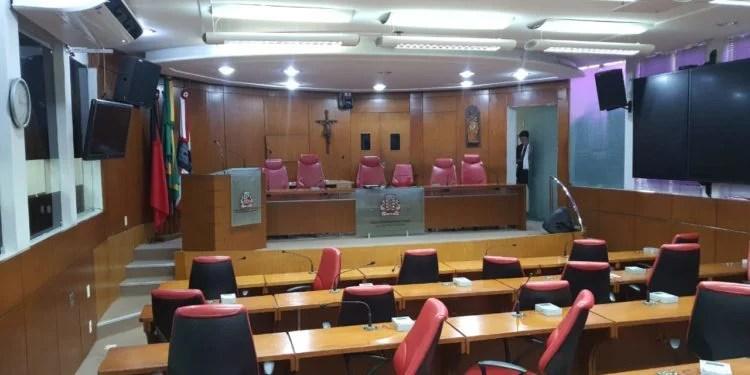 Presidente João Corujinha decide interromper sessões presenciais na CMJP