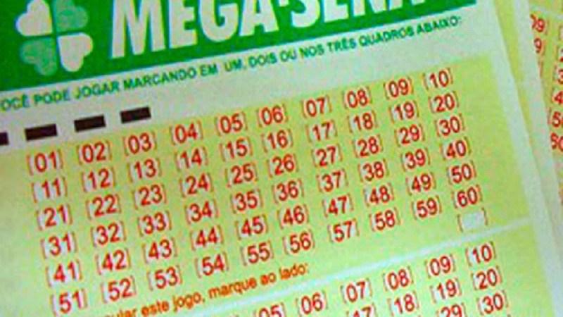 Mega-Sena acumula e vai pagar R$ 15 milhões na quarta-feira