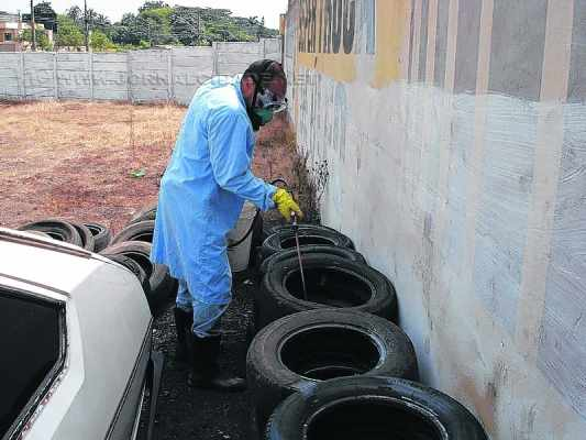 Estabelecimentos que trabalham com pneus serão obrigados a mantê-los permanentemente livres do acúmulo de água para evitar a proliferação do mosquito