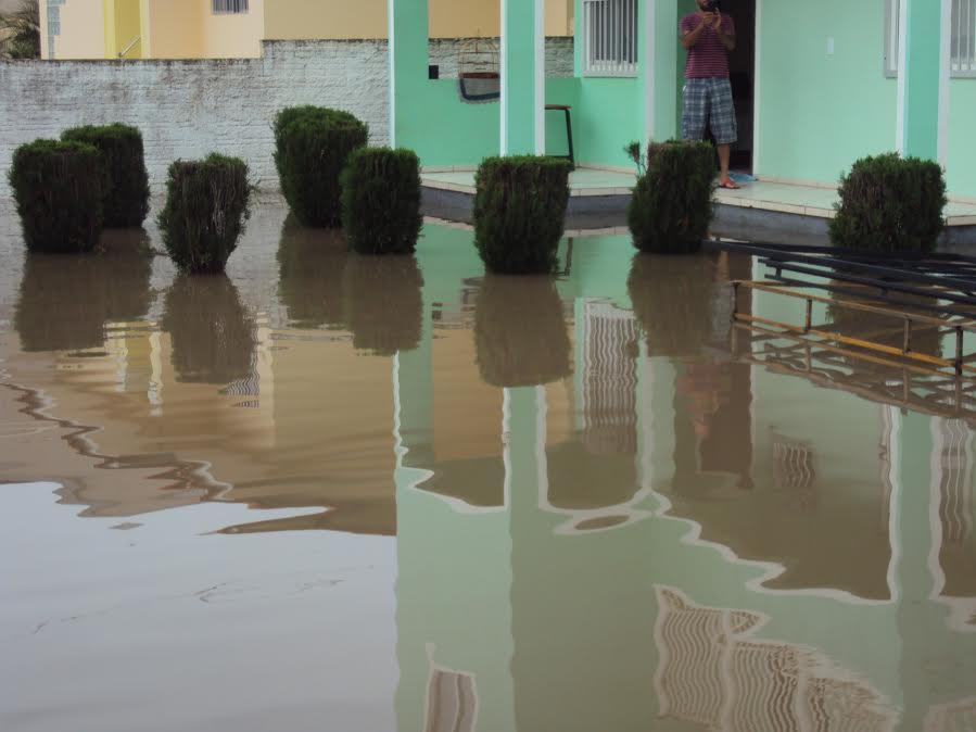 rua-alagada-chuva-servidao-maria-ramos-gama-santinho-03