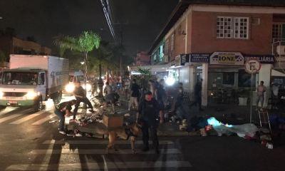 Operação da prefeitura apreende mercadorias de ambulantes em Canasvieiras