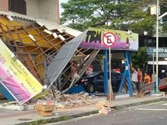 Carro argentino bate e destrói loja em Canasvieiras