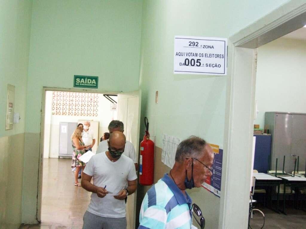eleitores-idosos-ou-com-necessidades-especiais-dao-o-exemplo-ao-votar-jno