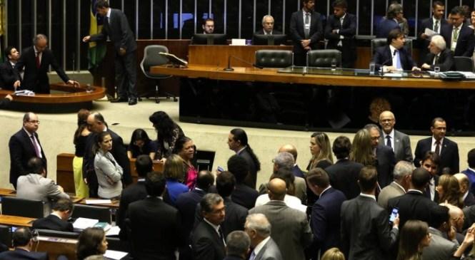 Fundo público de R$ 2 bi para campanhas é aprovado e vai à sanção de Temer