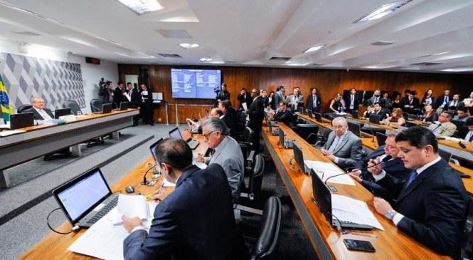 """Avança no Senado projeto que aprova a demissão de servidor público por """"desempenho ruim"""""""