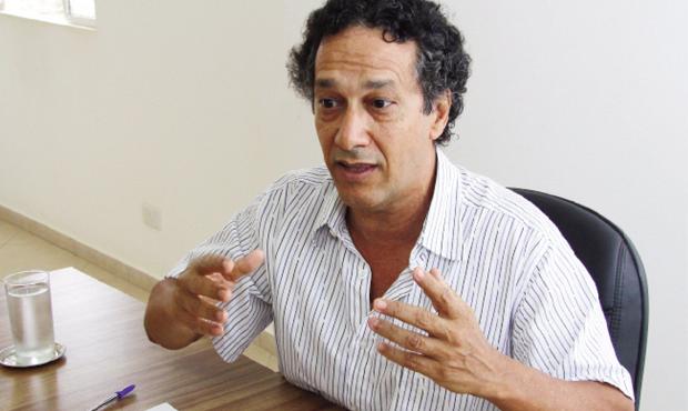 "Cientista político Pedro Célio: ""PMDB se engalfinha para definir candidato"""