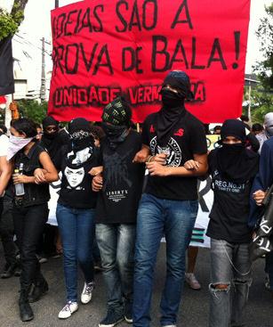 """""""Se os black blocs liderarem AS manifestações,  este seria o melhor cenário para o governo na copa, porque o radicalismo e a violência afastam o eleitor médio"""""""