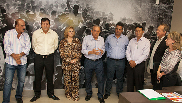 Izídio Alves (PMDB), Clécio Alves (PMEB), Cida Garcês (Solidariedade), Iris Rezende (PMDB),  secretário de habitação de Goiânia, Denício Trindade (PMDB),
