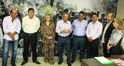 Iris Rezende com sindicalistas e vereadores em seu escritório político / Fernando Leite -Jornal Opção