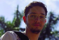 """Mateus Abreu: """"Não sei se a produção da novela fez de  propósito, mas acho que se esqueceu de atualizar a cidade"""""""
