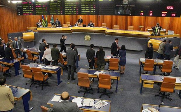 Vereador da base de Paulo Garcia faz pedido que atrasa mais uma vez a votação da reforma administrativa
