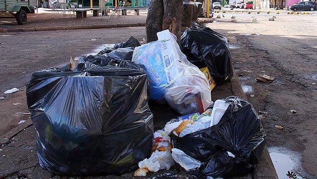 Justiça suspende cobrança de taxa de coleta de lixo em Caldas Novas