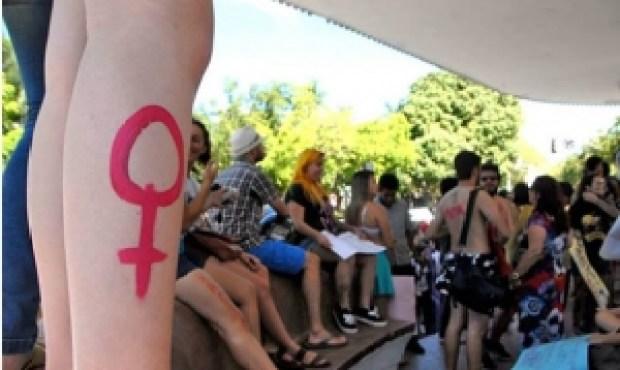 3ª Marcha das Vadias de Goiânia, que aconteceu este ano. Os manifestantes ocuparam o Coreto após passeata  no centro da capital