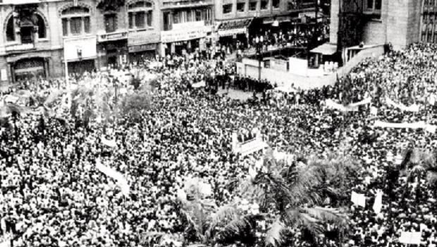 """19 de março de 1964: 300 mil lotam a Praça da Sé, em São Paulo pedindo a queda de Jango e o fim da """"ameaça comunista"""""""
