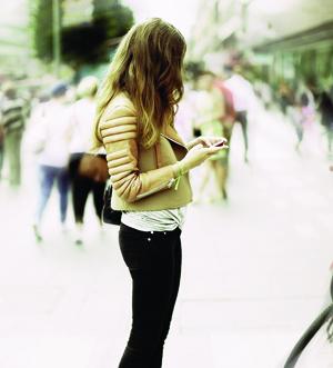 Acesso à internet, que hoje ocorre corriqueiramente nas ruas dos grandes centros urbanos, deve continuar em curva ascendente