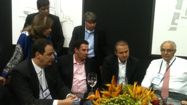 Eduardo Campos é recebido com expectativa por representantes da construção civil goiana