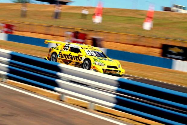 Piloto Max Wilson (Eurofarma) acelera na reta do Autódromo de Goiânia | Foto: Alex Farias