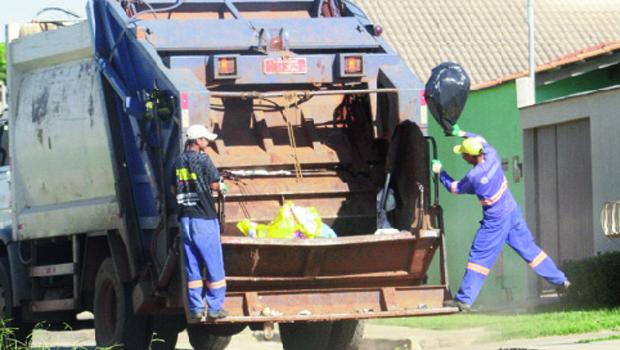 Empresa goiana responsável pela coleta de lixo em Trindade recolhe mais de cem toneladas diárias de resíduos