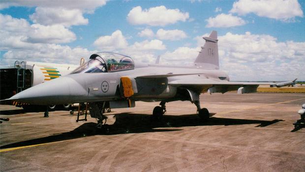 Caça Gripen em visita à Base Aérea de Anápolis em 1998 | Foto: Blog Poder Aéreo/Marcelo Almeida
