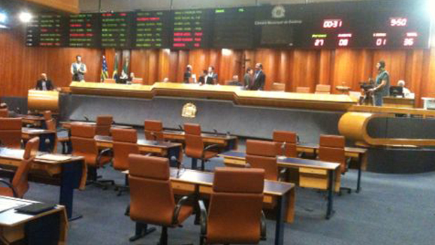 Secretário de Finanças chega à Câmara de Goiânia para esclarecimentos a vereadores