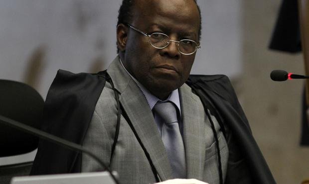 Ministro Joaquim Barbosa anuncia aposentadoria aos 59 anos
